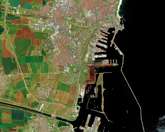 Thanks to its strategic position on the West Coast of the Black Sea, the Port of Constanta is a maritime and a river port, and one of the main commercial hubs of Central and Eastern Europe. In 2017, more than 58 million tons of goods passed through the port. Deimos-2 image ©Deimos Imaging, an UrtheCast Company