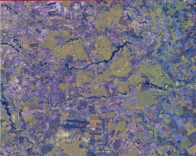 Agricultural areas in the North of Bucharest, shown by COSMO-SkyMed satellite. The image uses the MTC (Multi-temporal Coherence) technology. Overlapping two images, taken at different times, it is possible to detect changes in a certain area. COSMO-SkyMed image © ASI, Processed and distributed by e-GEOS