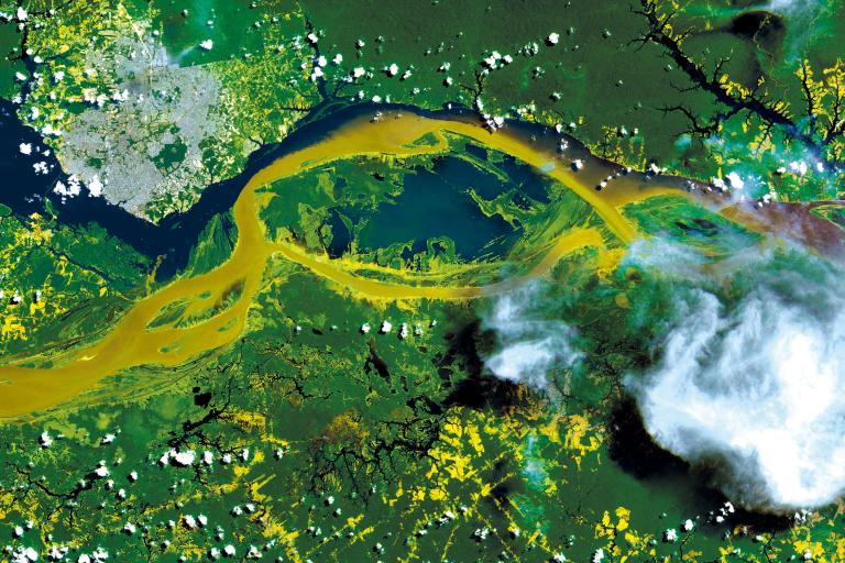 Manaus, the capital city of the state of Amazonas  (COSMO-SkyMed image ©ASI, Processed and distributed by e-GEOS)