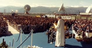 24 March 1985 -Pope John Paul II's visits the Fucino Space Centre and sends a message of peace to all workers